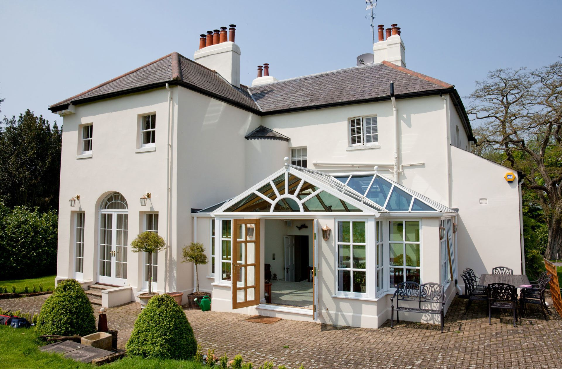 Colbert_Oak_White-Sunburst-Gable-Conservatory_conservatories_hardwood-18